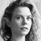Séverine Fromaigeat, Autorin dieses Textes und Kunsthistorikerin aus Genf, ist Kuratorin am Museum Tinguely und hat die Ausstellung Cyprien Gaillard. Roots Canal kuratiert.